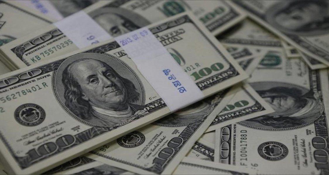 Dólar registra queda de 0,40%, valendo R$ 3,8954