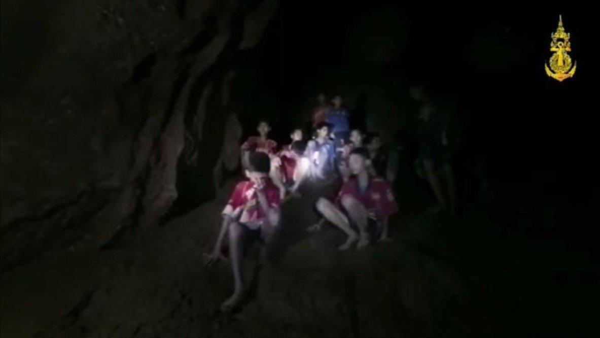 Chuva ameaça resgate de meninos tailandeses encontrados em caverna após 10 dias