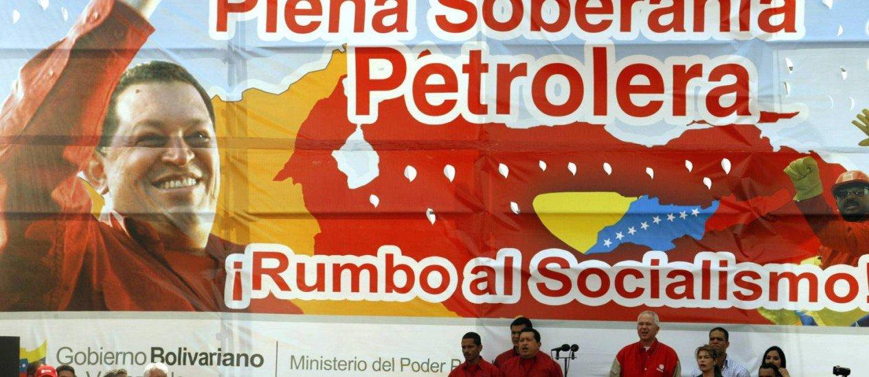 China aprova créditos para elevar investimentos no setor de petróleo venezuelano