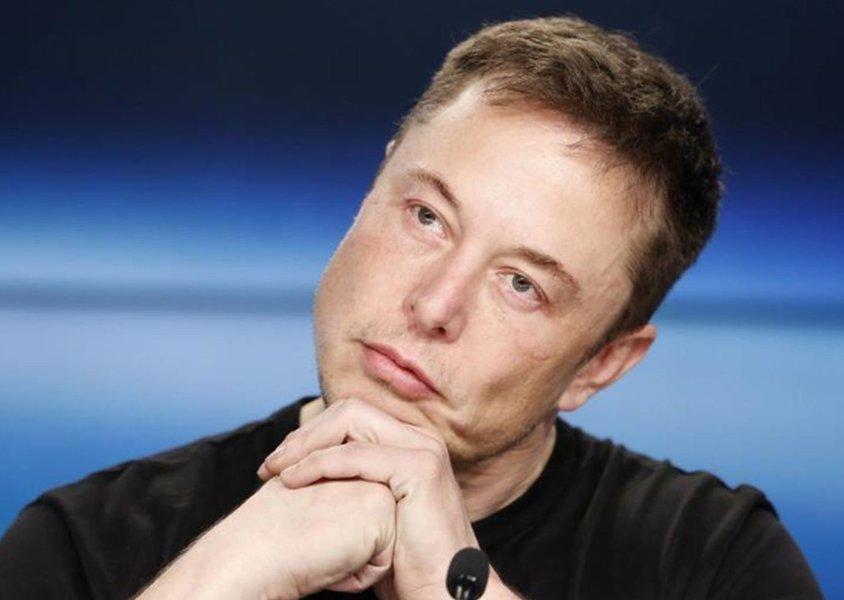 Elon Musk, presidente da Tesla, desiste de fechamento de capital