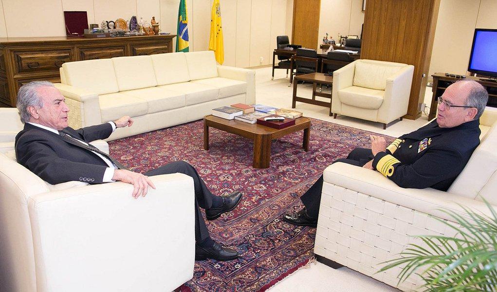 """""""Brasil vive tempos incertos e nebulosos"""", diz comandante da Marinha"""