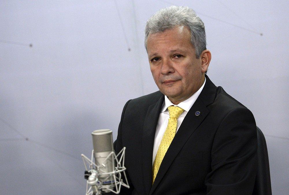 André Figueiredo confirma que partidos de centro podem vir a apoiar Ciro Gomes
