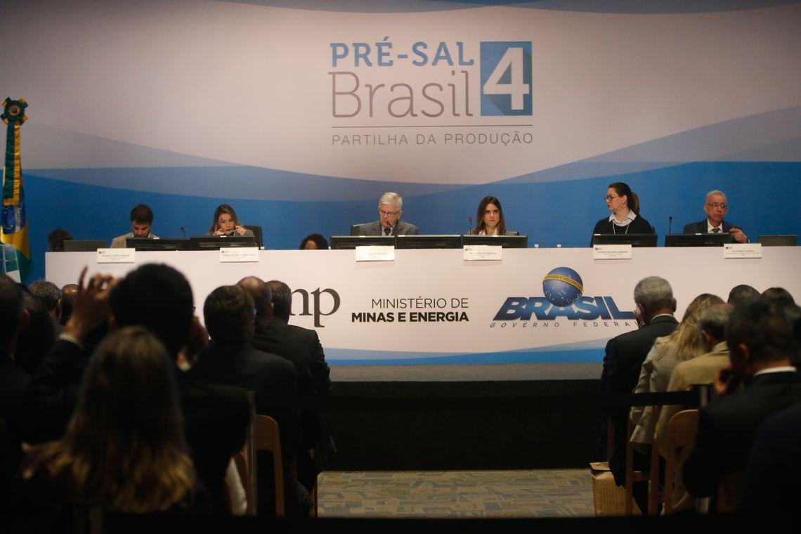 Petroleiros acusam: barris foram entregues a R$ 0,26