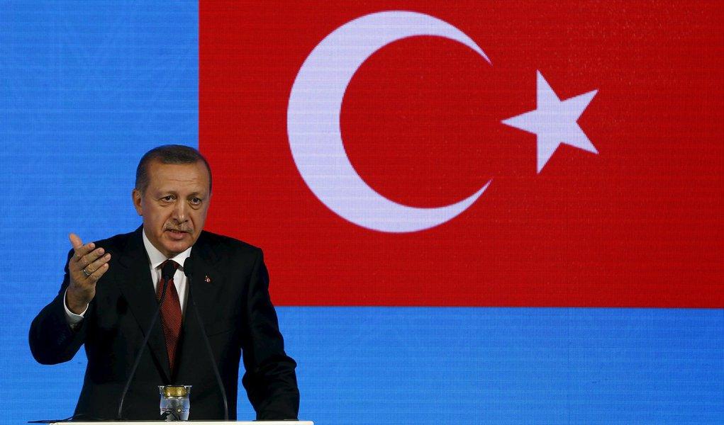 Rússia teria avisado Turquia de golpe militar no país, diz mídia iraniana