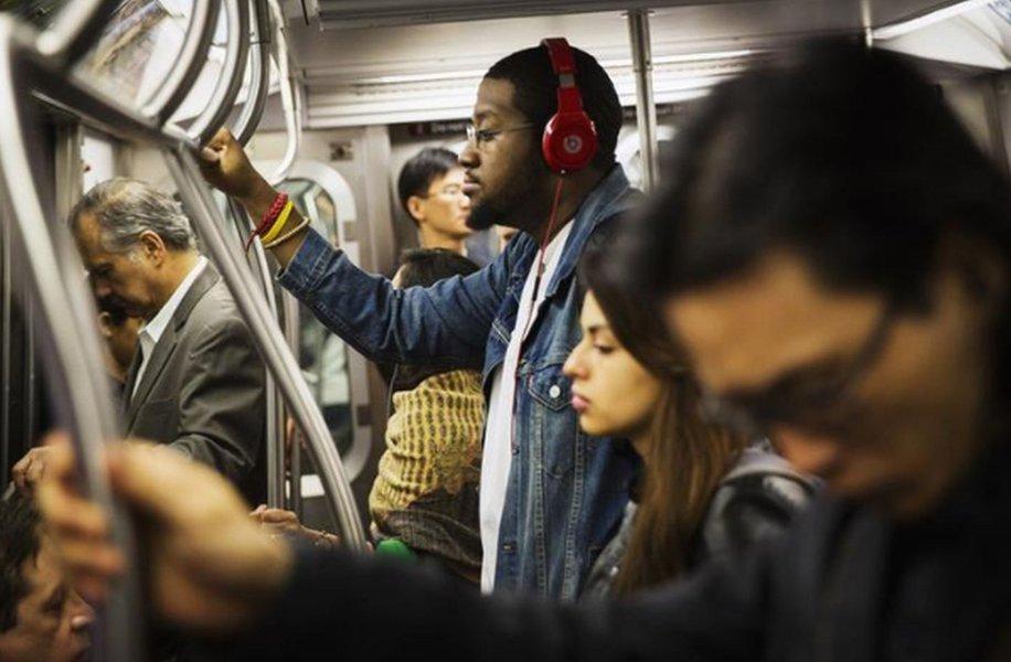 Streaming de música supera vendas físicas pela primeira vez