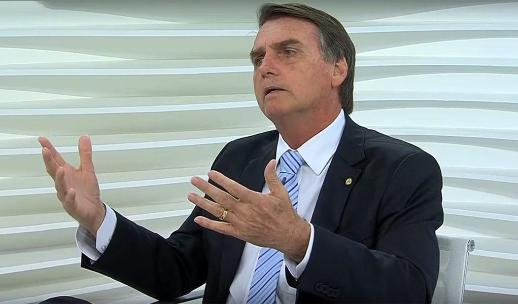 Fascismo de Bolsonaro sai do armário, assusta e pode ir ao 2º turno