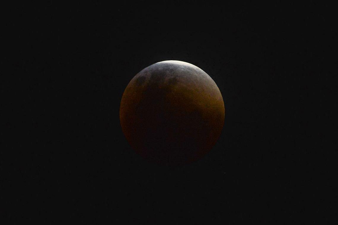Eclipse total da Lua ocorre hoje; veja horário e dicas de como assistir