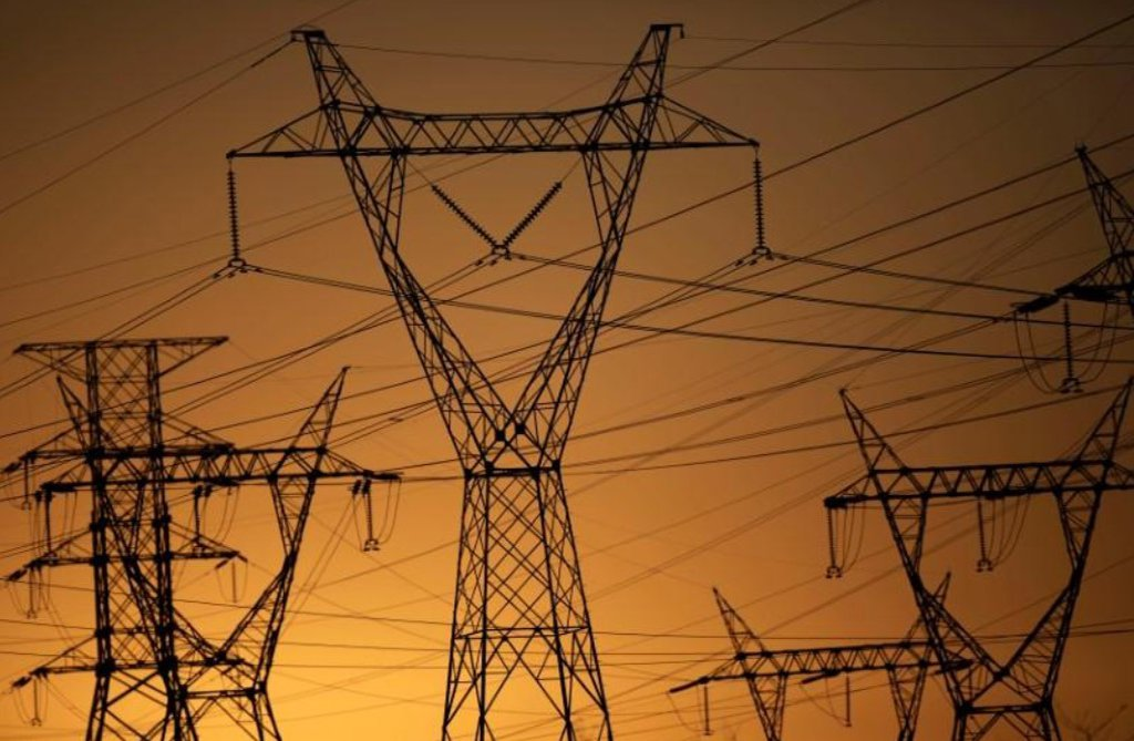 Governo avalia leilão de térmica que eleva conta de luz em R$ 1 bi
