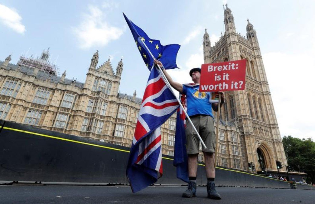 Maioria dos britânicos apoia referendo sobre acordo do Brexit