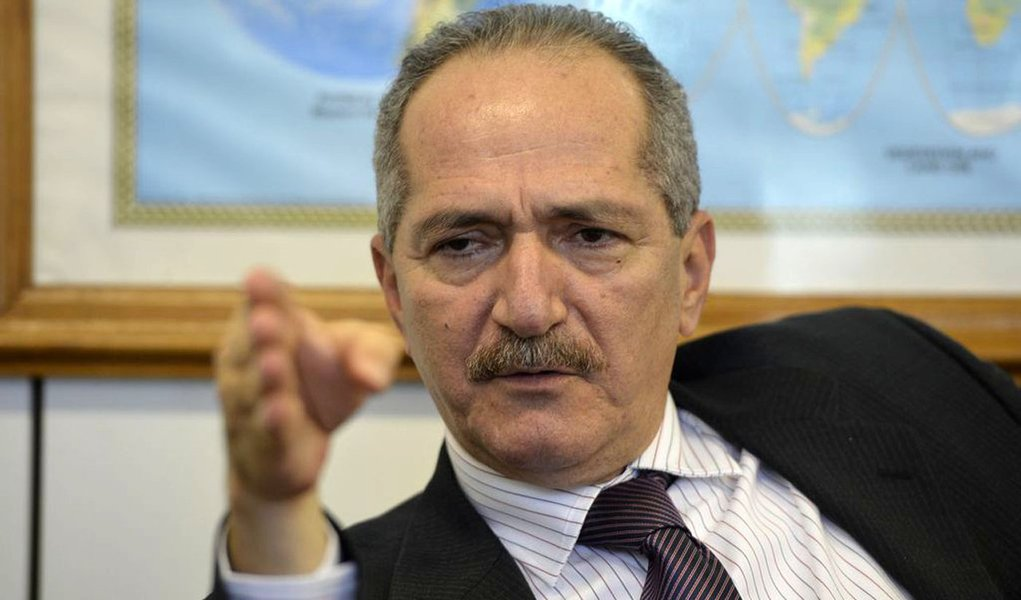 Aldo Rebelo retira candidatura à presidência