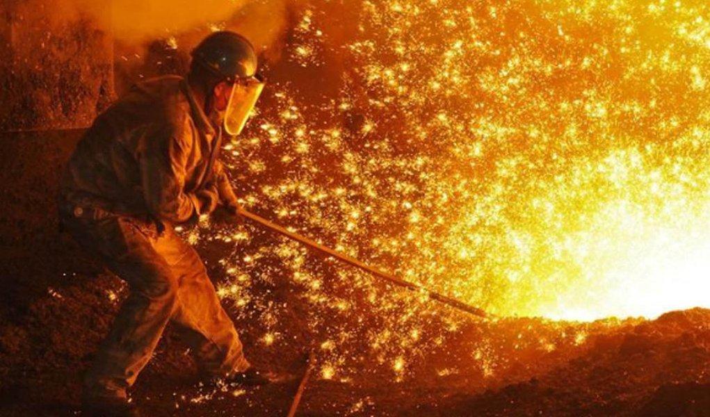 Sem retomada, siderúrgicas reduzem projeções para 2018