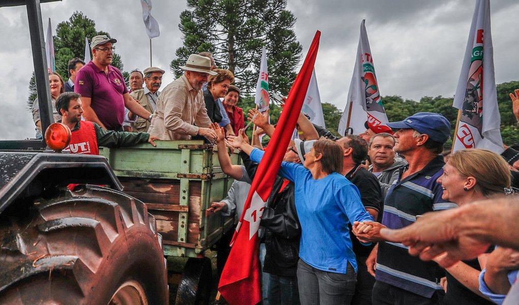 Lula se solidariza com trabalhadores rurais