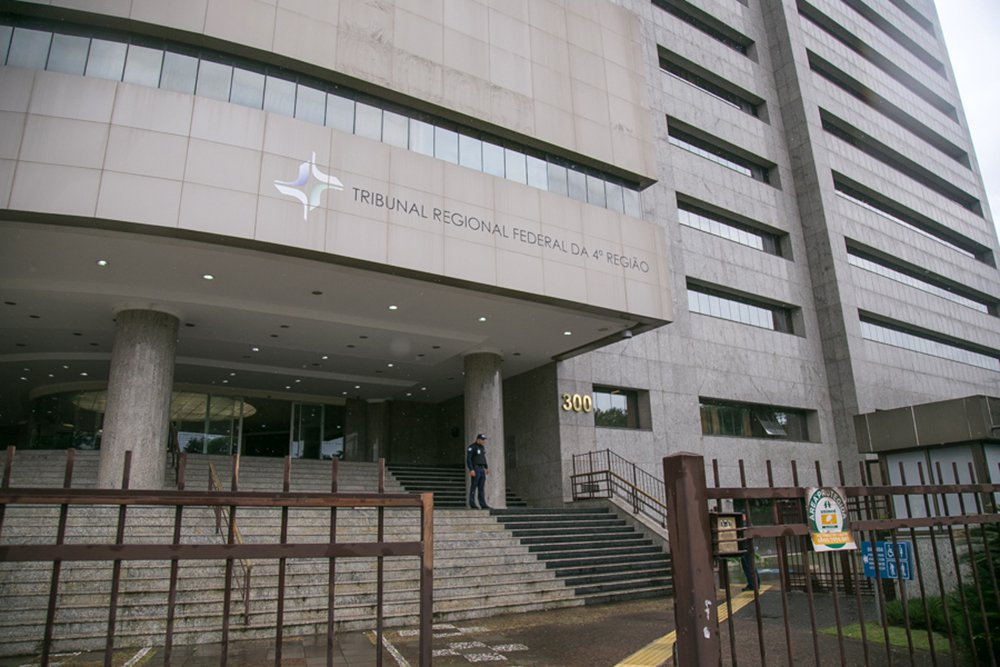 Vice do TRF4 cancela remessa dos autos do triplex para STJ