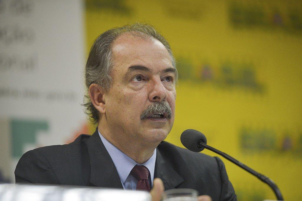 Inocentado, Mercadante critica tentativa de criminalização do Fies