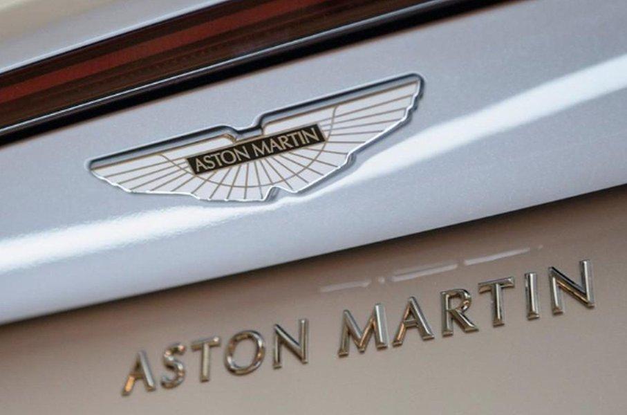 """Aston Martin revela projeto de """"carro esportivo para os céus"""" em feira de aviação"""