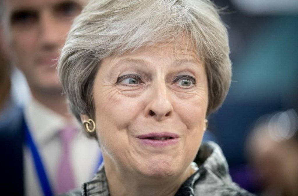 """Brexit continua a significar Brexit"", diz May ao pressionar pela saída da UE"