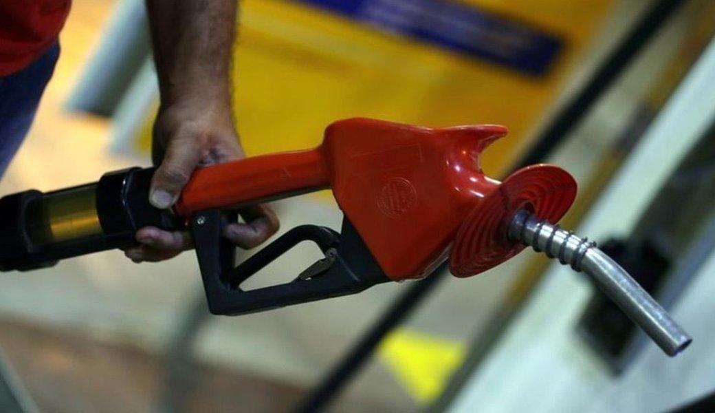Preço da gasolina sobe após seis semanas seguidas de queda, diz ANP