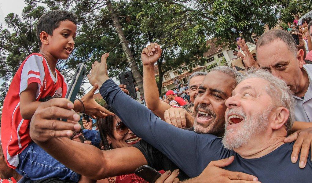 Le Monde: Brasil é obrigado a acatar decisão sobre Lula