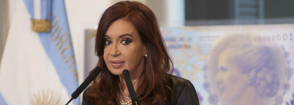 """Cristina Kirchner nega ter recebido propina e denuncia """"perseguição"""""""