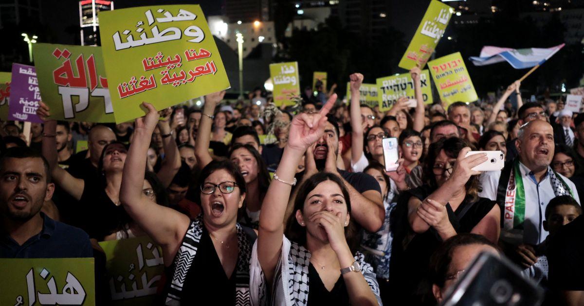 Em Israel, milhares protestam contra 'lei do Estado judeu'