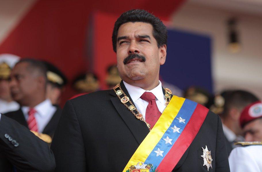 Maduro acusa ex-presidente da Colômbia de ordenar atentado
