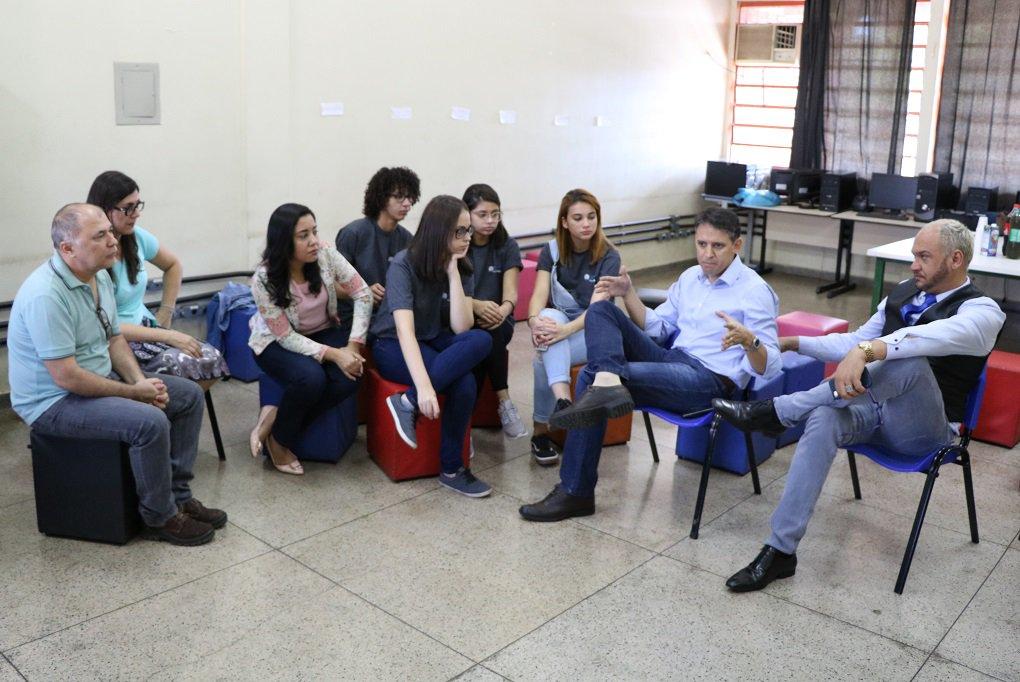 Thiago Peixoto conhece projeto goiano que venceu concurso do Facebook