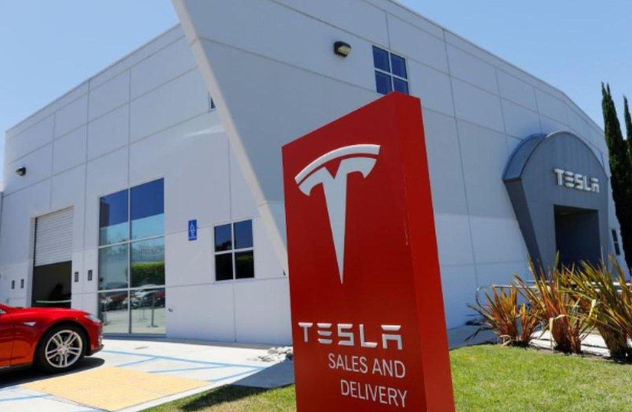 Conselho da Tesla está avaliando proposta de Musk para fechar capital da montadora