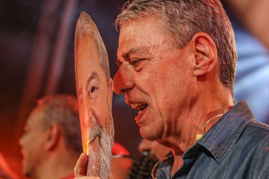 Quer ser Lula? Imprima a máscara do ex-presidente