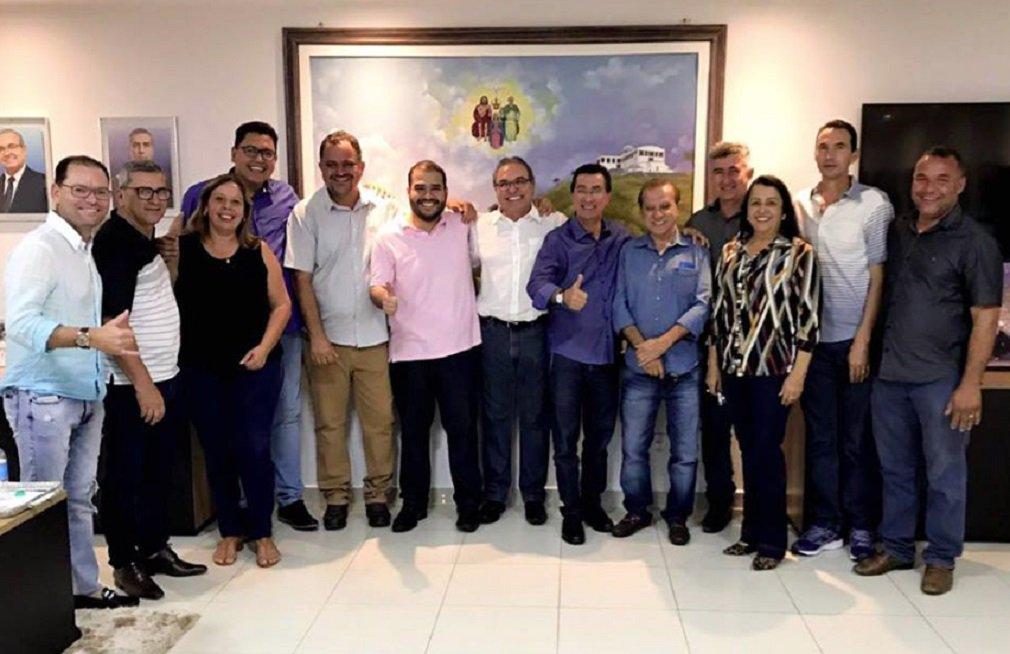 Prefeito de Trindade anuncia apoio a Lucas Vergílio