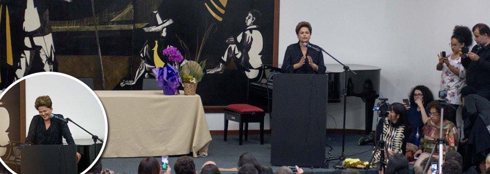 Aclamada na UFMG, Dilma explica: foi golpe, mesmo não sendo militar. E reconhece erro com Janot