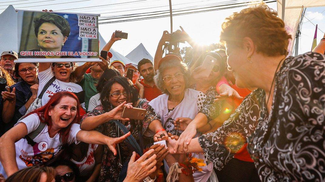 Livro 'Dilma Roussef - A Senhora da Democracia' é lançado