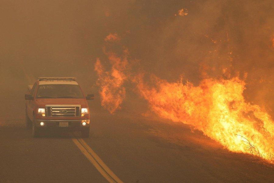 Califórnia combate maior incêndio florestal de sua história