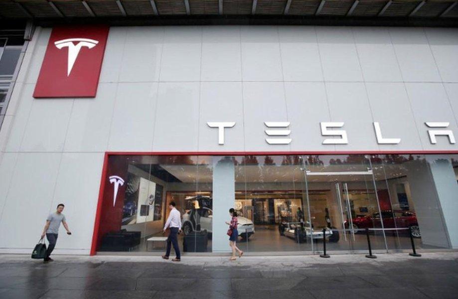 Tesla inicia contratações para 1ª fábrica fora dos EUA