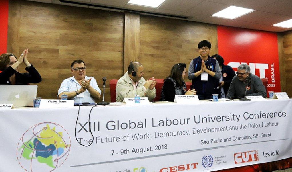 Em ato internacional, sindicalistas do mundo pedem democracia e Lula livre