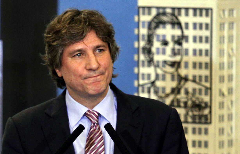 Ex-vice-presidente da Argentina é condenado a 5 anos de prisão