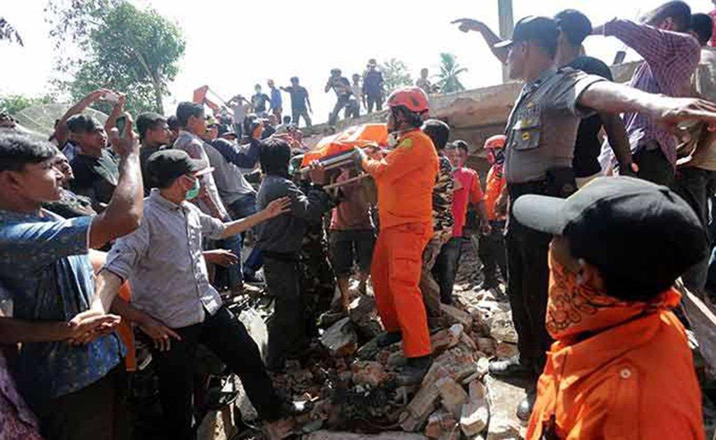 Sobe para 105 o número de mortos por terremoto na Indonésia