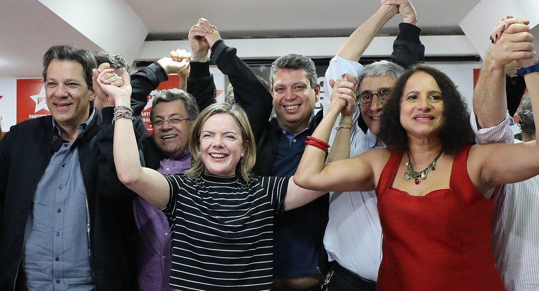 Gleisi: Lula une campo progressista e mobiliza a esperança do país