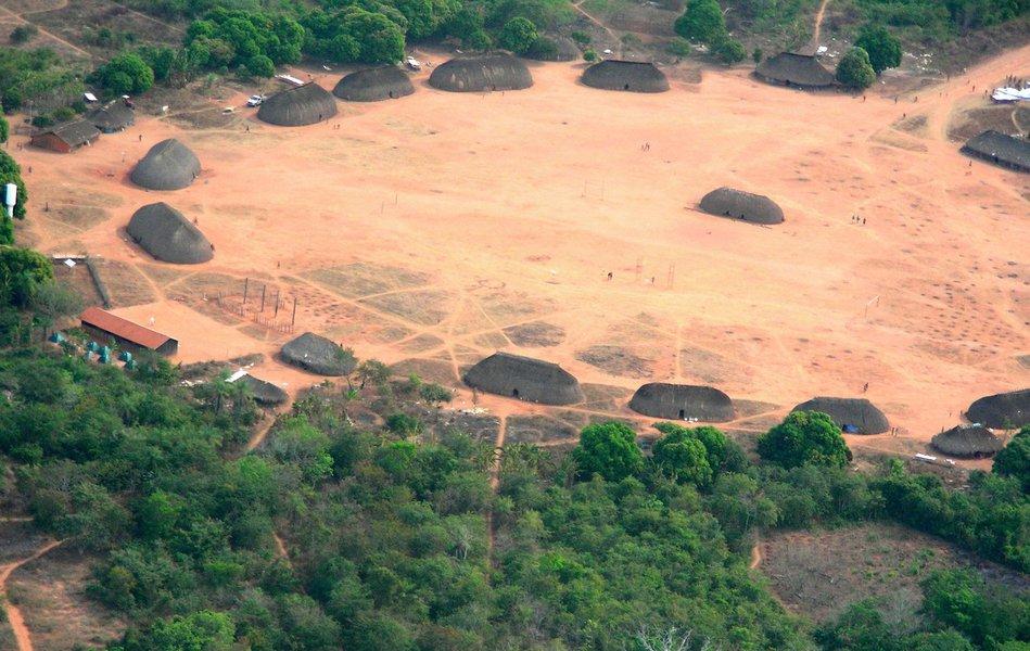 Índios protestam contra parecer de demarcação de terras