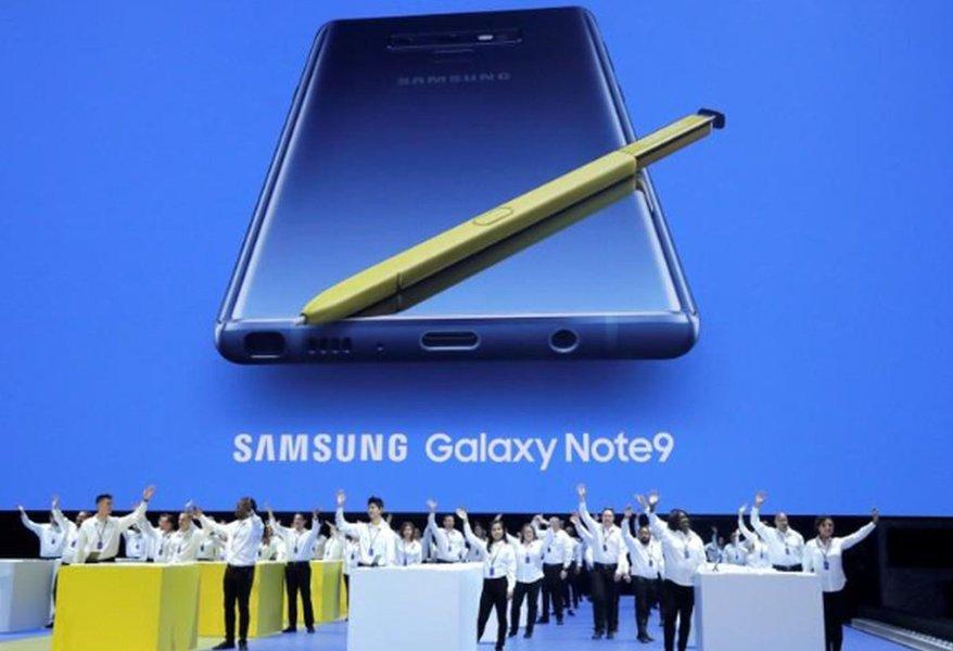 Samsung lança Note 9 com foco em videogames e de olho em rivais