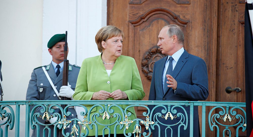 Merkel e Putin realizam encontro em que abordam temas difíceis da situação internacional