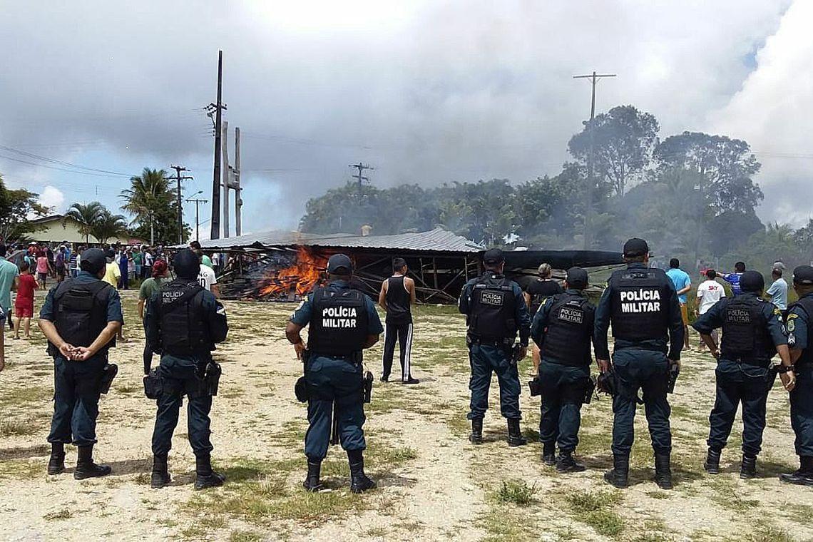 Venezuelanos são expulsos por moradores em Roraima