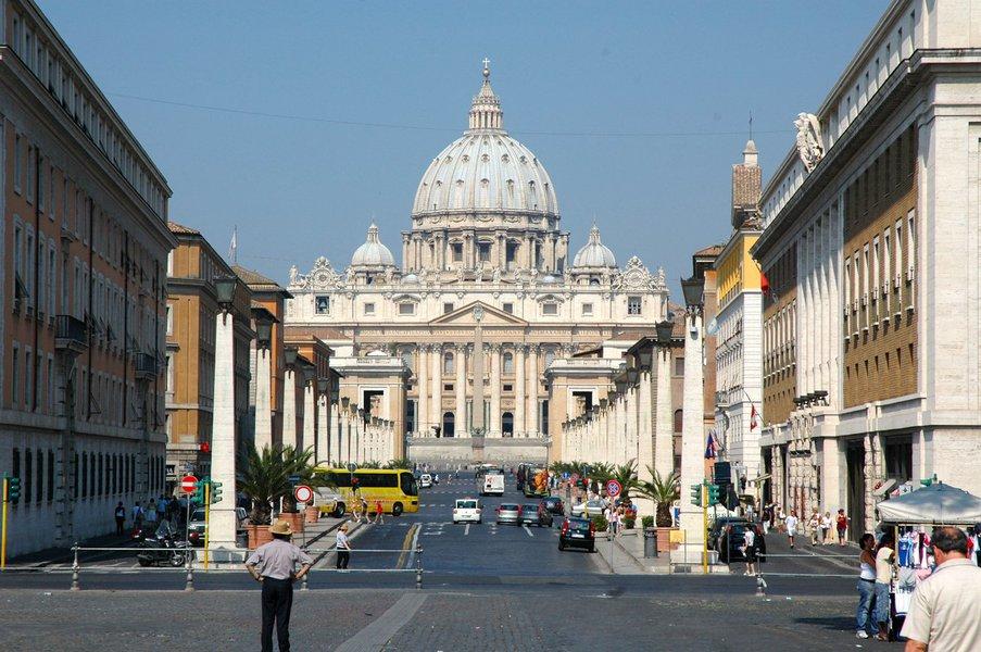 """Vaticano expressa """"vergonha e tristeza"""" por relatório dos EUA sobre abusos sexuais"""