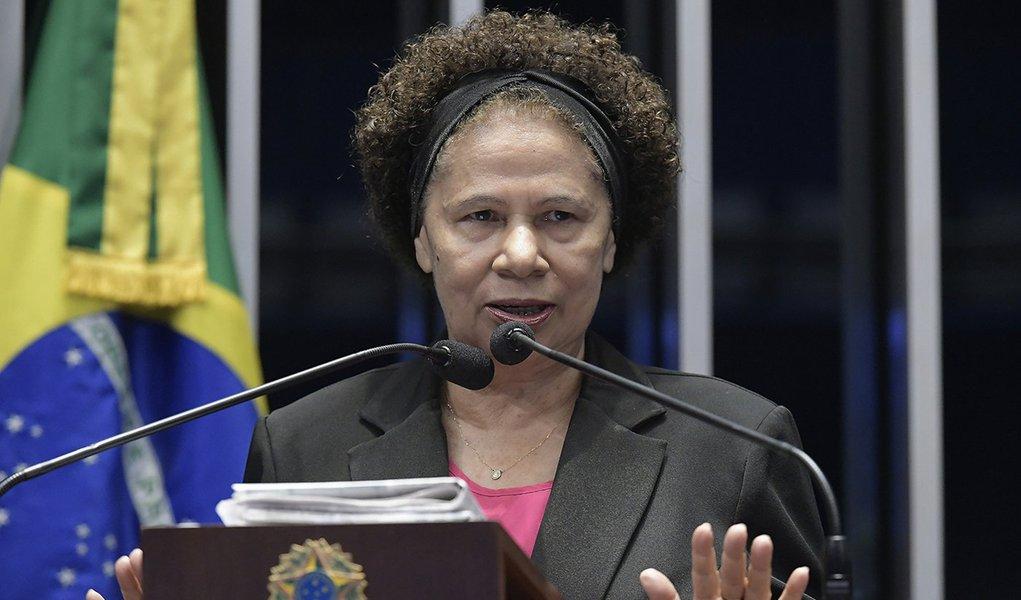 Eleita a 3ª melhor senadora, Regina dedica prêmio às vítimas de feminicídio