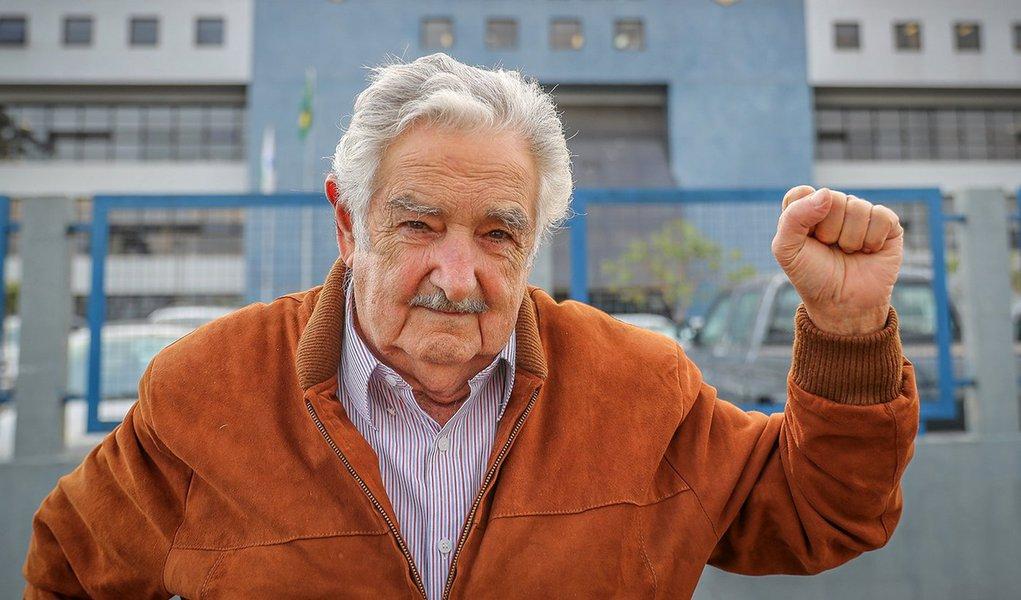 Alegando razões pessoais e cansaço, Mujica renuncia ao cargo de senador