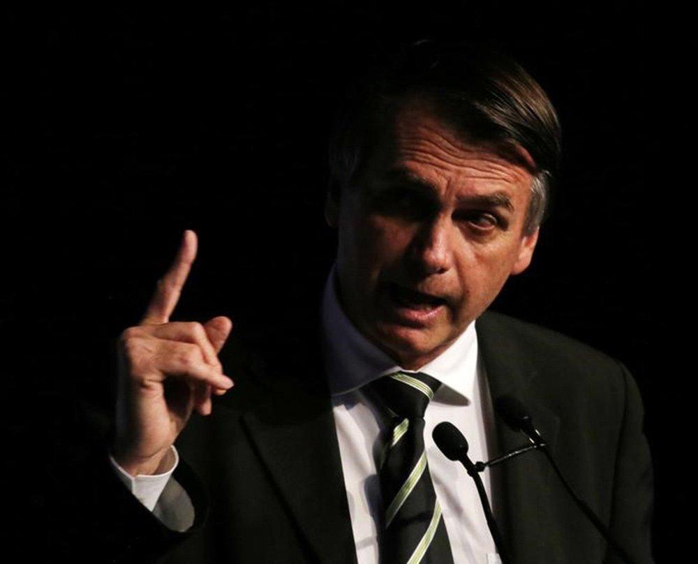 Em programa de governo, Bolsonaro diz querer levar bolsa-família para todos os brasileiros
