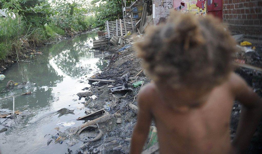 Seis em cada 10 crianças brasileiras vivem na pobreza