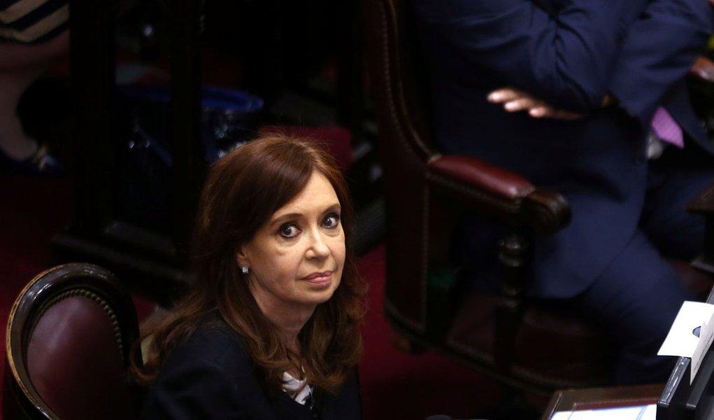 Cristina Kirchner consegue apoio do Senado e derrota perseguição judicial na Argentina