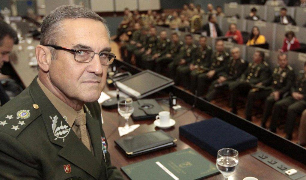General ameaça o país e veta o PT