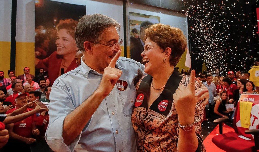 PT registra candidaturas de Pimentel e Dilma
