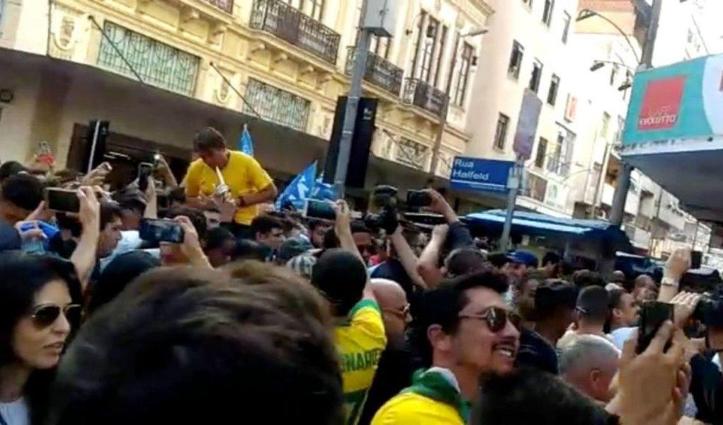 Bolsonaro não deve sair antes de uma semana ou dez dias, diz médico